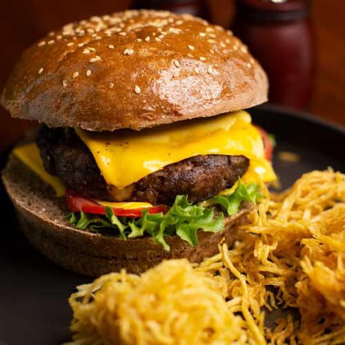 چیزبرگر خوشمزه رستوران میورا