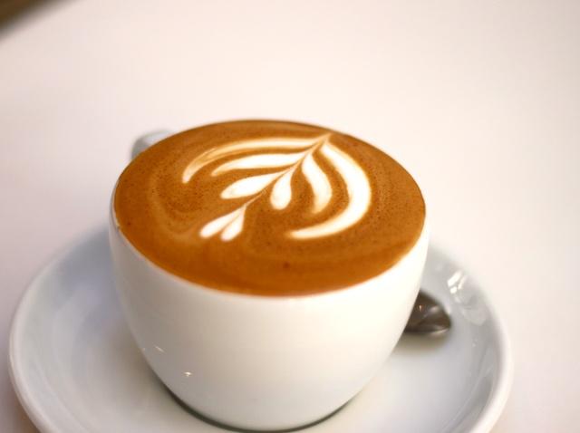 در این نوع قهوه نیز، طراحی اشکال زیبا روی فوم شیر مرسوم است