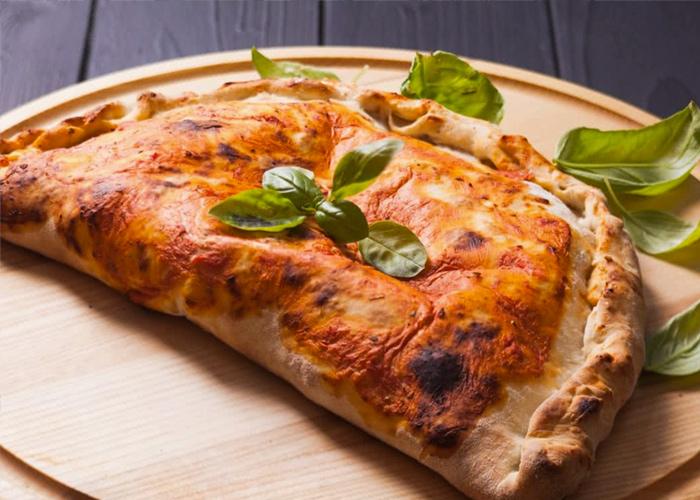 پیتزا کالزونه خوشمزه میورا لاهیجان