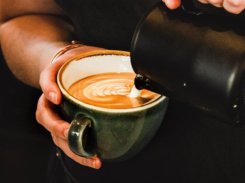 کافه میورا جایی برای نوشیدن نوشیدنیهای گرم و بینظیر