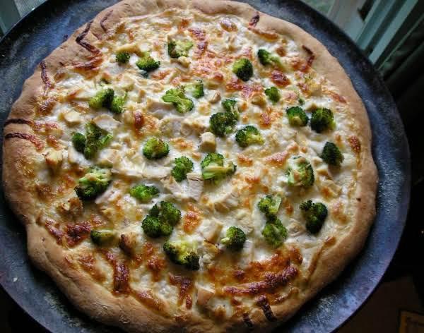پیتزای سبزیجات کلم بروکلی و قارچ