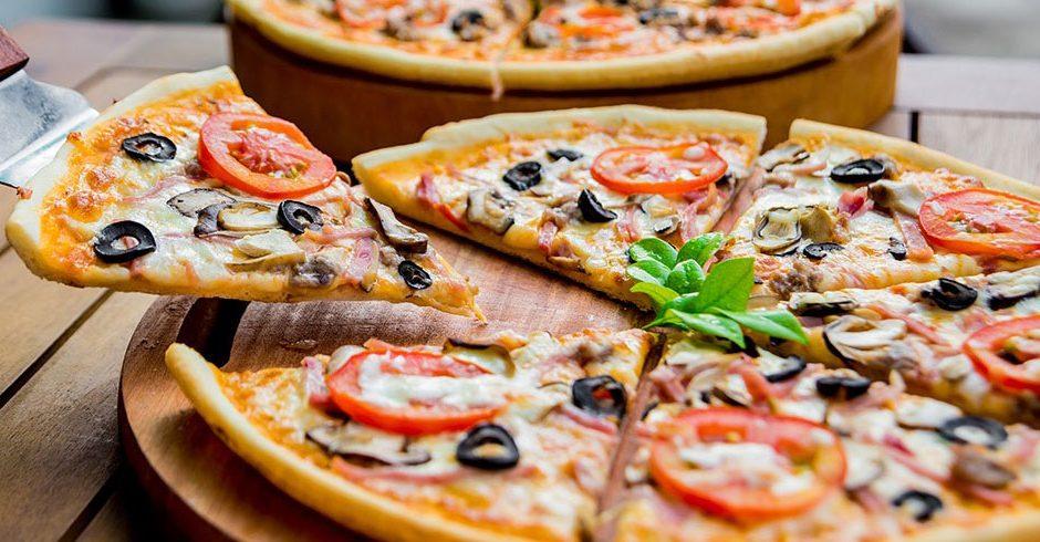 پیتزا آلا ناپولتانا یا ناپولی